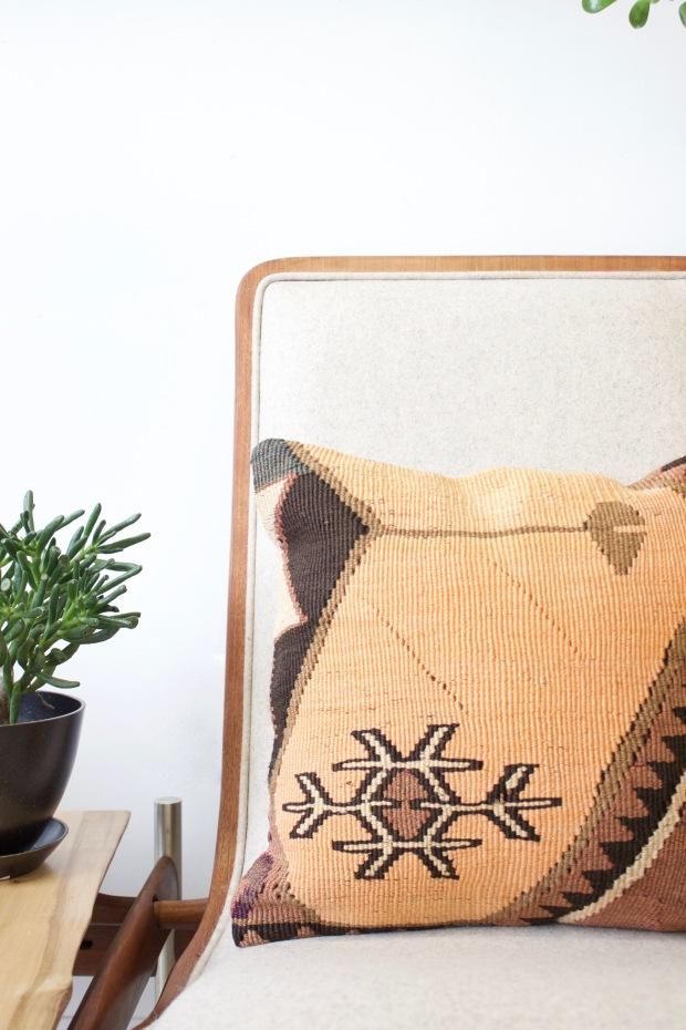 vintage-kilim-pillow-bomisch